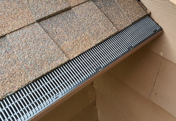 Custom fit Raindrop gutters on a home.