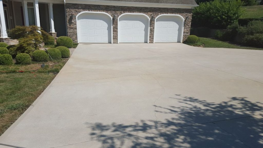 A huge driveway and 3 car garage pressure washed to perfection.